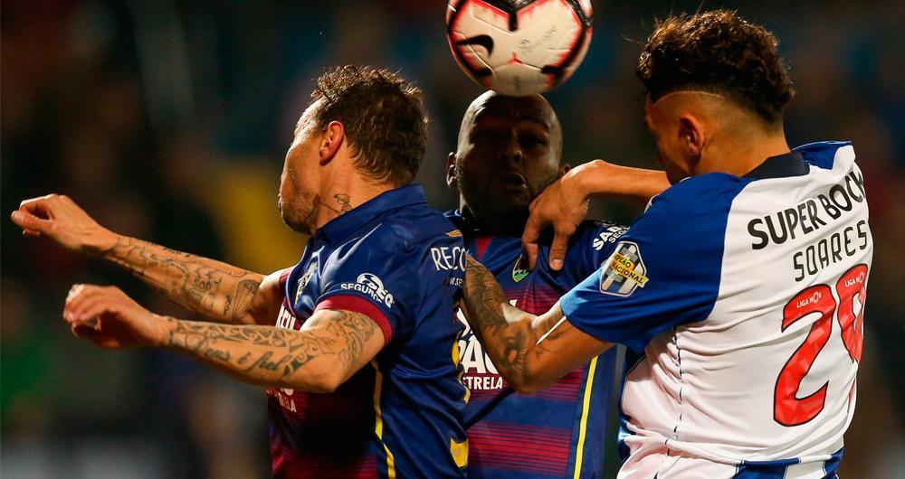 GD Chaves 1-4 FC Porto: Defesa a dormir deixou o Porto golear