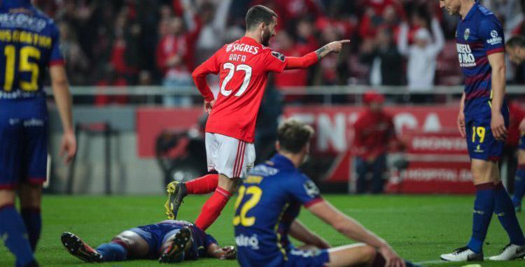 SL Benfica 4-0 GD Chaves: Pesada derrota complica contas pela permanência