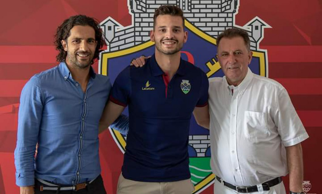 José Gomes reforça a lateral-esquerda