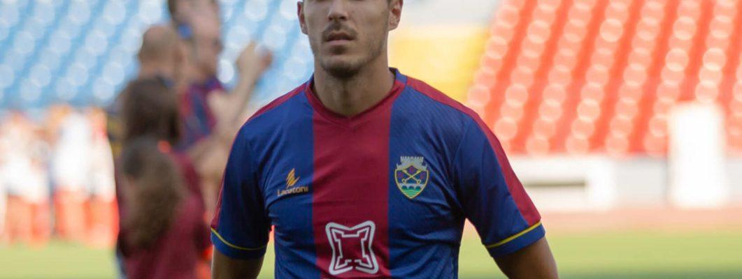 João Teixeira com a camisola do GD Chaves