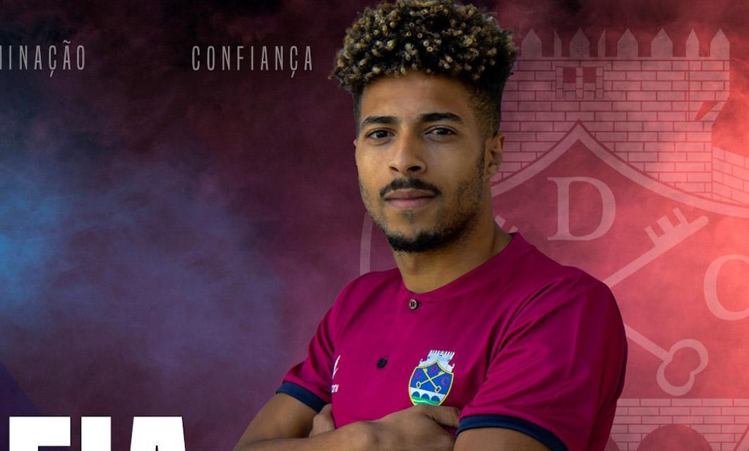 João Correia continua em Chaves e é 6.° reforço para Carlos Pinto