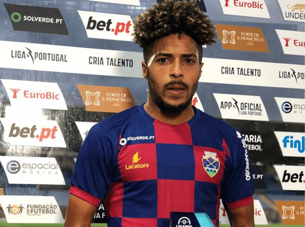 João Correia recebe o prémio Homem do Jogo, da Sport TV, no jogo frente ao Varzim
