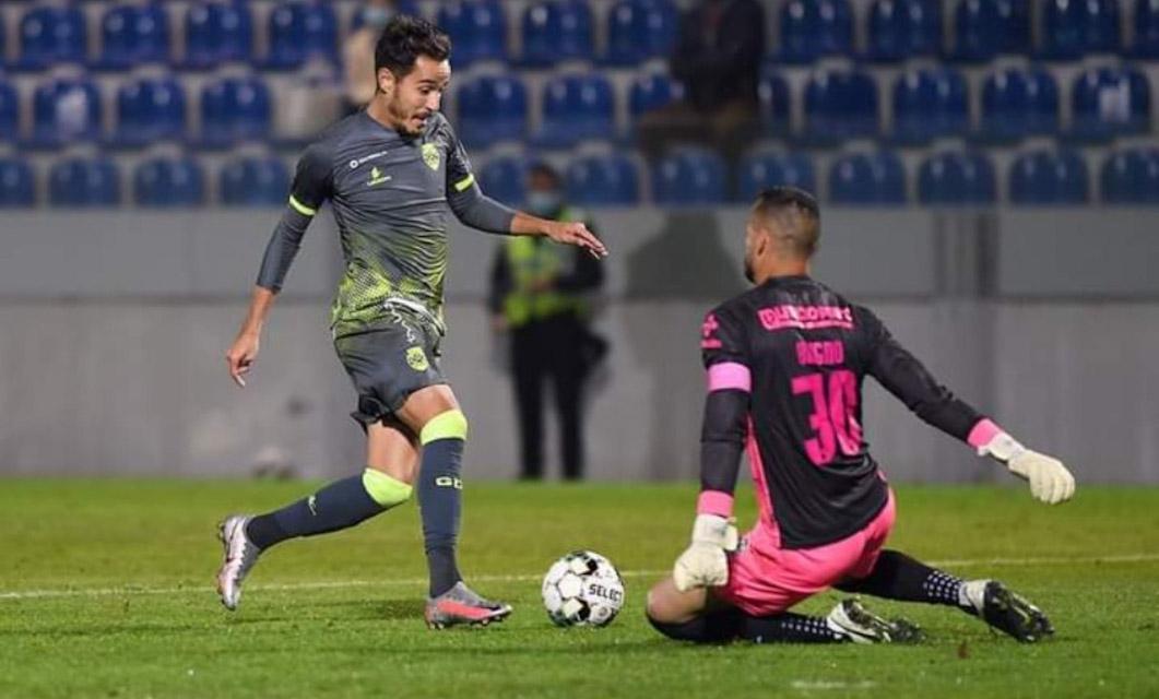 CD Feirense 0-4 GD Chaves: Goleada em noite estrondosa de João Teixeira