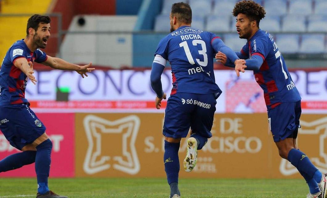 """GD Chaves 2-1 FC Arouca: """"Bis"""" de Luís Rocha no regresso às vitórias"""