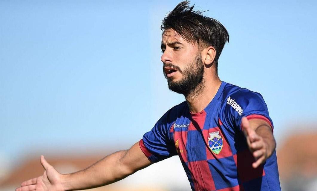 Raphael Guzzo rescinde com o GD Chaves e assina pelo FC Vizela