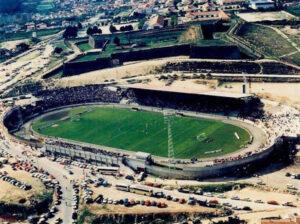 Estádio Municipal bem composto antes de um jogo do GD Chaves para a I Divisão